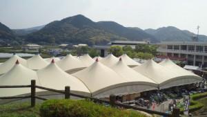 かなりの数のテント。波佐見はこんなのどかで素晴らしい景色の中にあります。